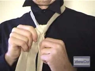 ViewDo: How to Tie a Tie (Double Windsor)