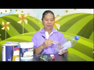 Teaching how to make a lamp from plastic bottle