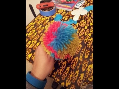 How to Use: Clover Pom Pom Maker