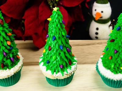 Christmas Tree Cupcakes: Christmas Cupcakes from Cookies Cupcakes and Cardio
