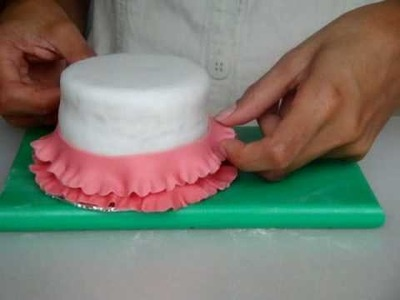 How to deco a mini cake using a round frill cutter