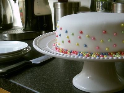 How to cover a cake with fondant & simple decoration with sugar pearls