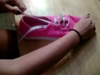 How to tie Vans shoes.
