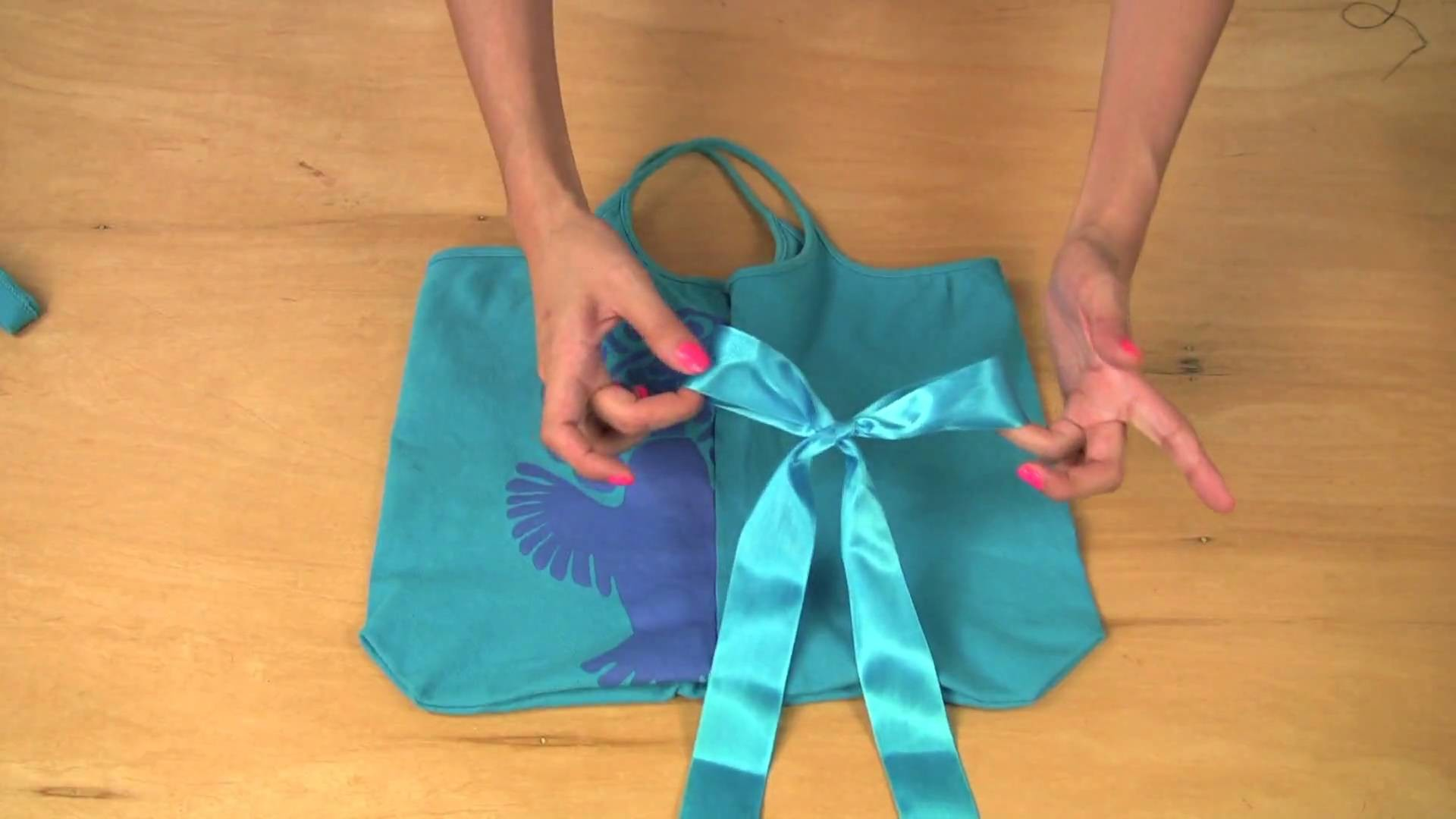 Make A Lovely Mag Bag Out Of Your Tank Top