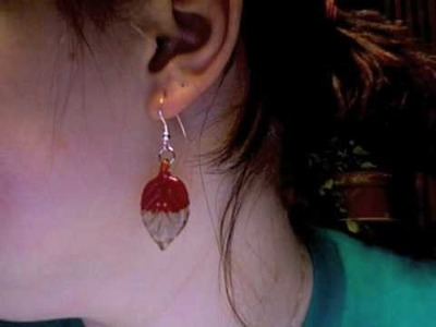 I make earrings. See!