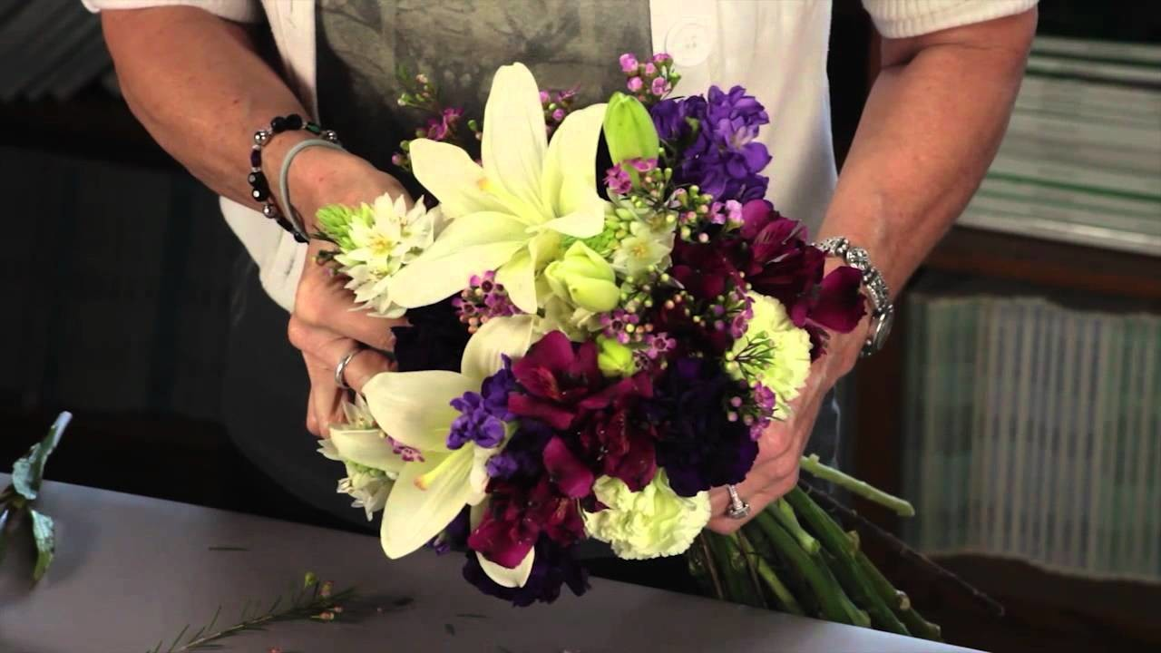Diana Ryan  - How To Create A Hand-Tied Mixed Flower Bouquet