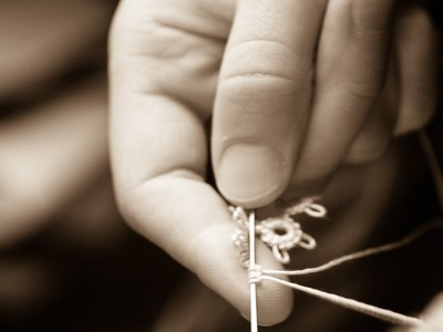 Tatting - Closing (cl) a Ring (R.) in Needle Tatting by RustiKate