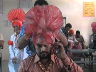 Bhangre da dress up how to make the bhangra turbun.  ustad billu and sethi frm nawanshahar