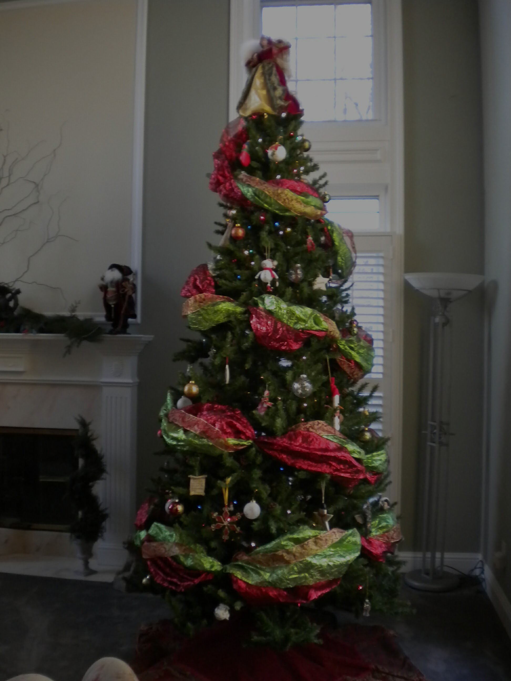 How to Decorate The Perfect Christmas Tree Using Wide Ribbon Garland