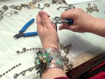 Making a Lariat Necklace from B'sue Boutiques:  Cool Fashion Jewelry You Can Make Fast