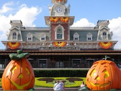 HALLOWEEN 2014 Magic Kingdom Decoration Tour - Ambient Sound - Disney World Florida
