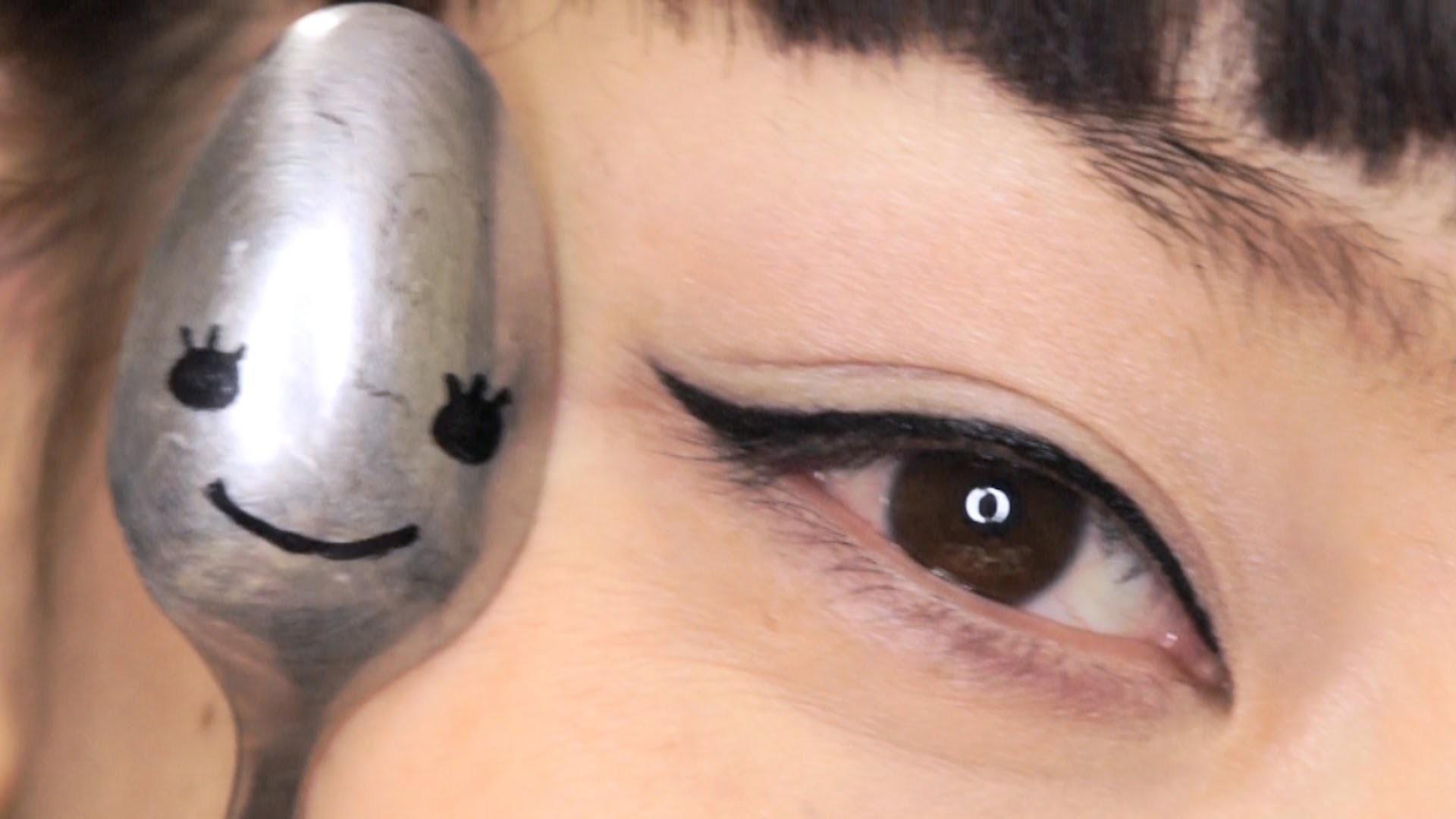 Стрелки на глазах фото пошагово с ложкой