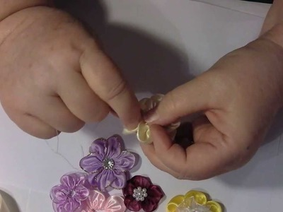 HOW  TO MAKE A DAISY RIBBON FLOWER