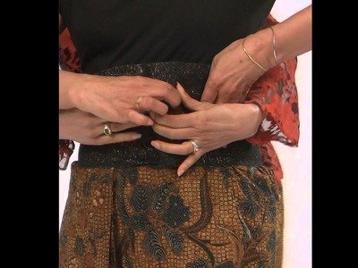 How to Wear a Batik Lower Garment