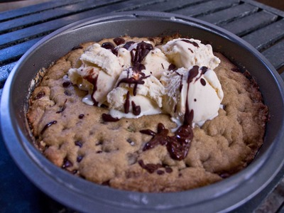 How To Make The Easiest Deep Pan Chocolate Chip Pizookie -Rookie With a Cookie