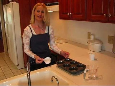 Betty's Quick Tip 11--How to Fill Muffin Tins Equally with Batter for Cupcakes or Muffins