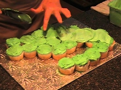 Making a GATOR pull apart cupcake with TK