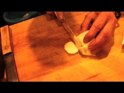 How to Cut Mozzarella Cheese to Serve : Great Cheese Ideas