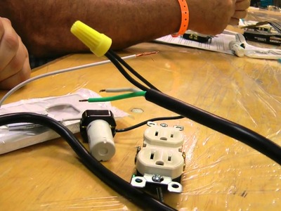 HAuNTcon 2011 Make-N-Take  - Spooky Flickering Light Circuit