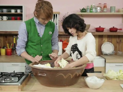 "[Star Kitchen with U-KISS] ""How to Make Kimchi"" - Fermented Korean Cabbage with Vegetables"