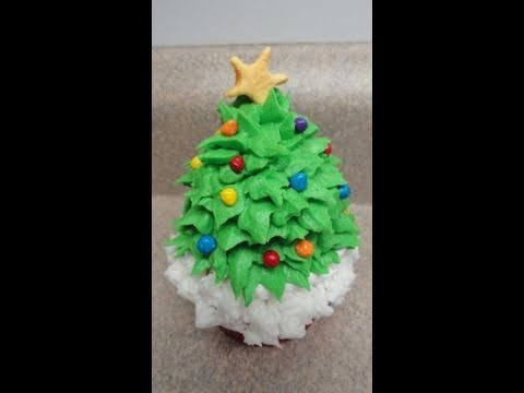 Decorating cupcakes #22:  Christmas Tree