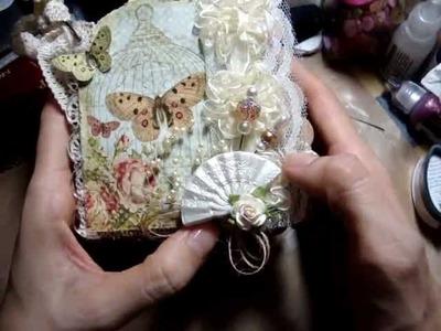 """""""Butterfly Garden"""" Scallop Square Mini Scrapbook Album"""