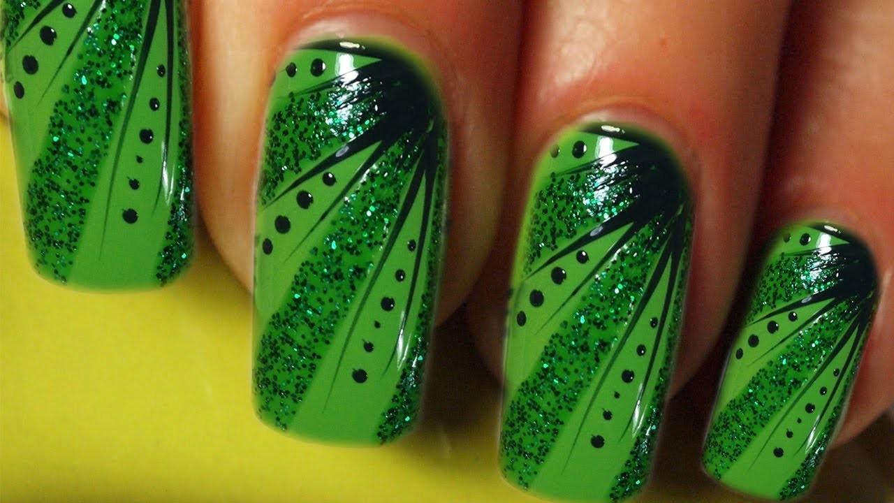 Full Cover Nail Art Design Tutorial in grün. green stripes, dots & glitter