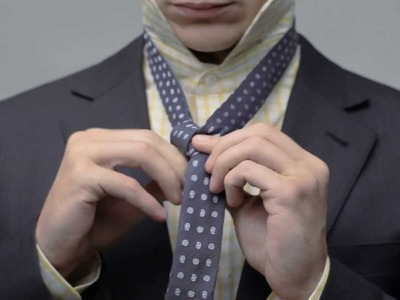 How To: Tie a Tie - Full Windsor