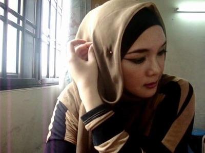 Hijab Tutorial: Square Scarf