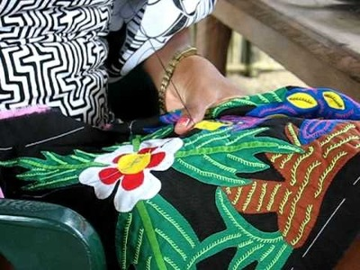 Kuna Indians making Mola Textiles for Kunaprints.com Mola Shoes