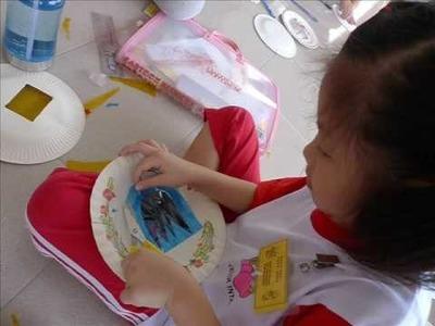 Making Lanterns To Celebrate The Mid-Autumn Festival 2009
