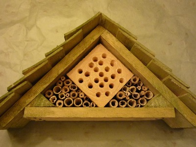 Home-made Insect Hotel from 99% free and recuperated materials. Brico Ecolo - hôtel à insectes
