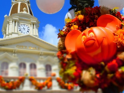 First Halloween Decorations at Magic Kingdom 2014; Carved Pumpkins, Garland & Window Displays