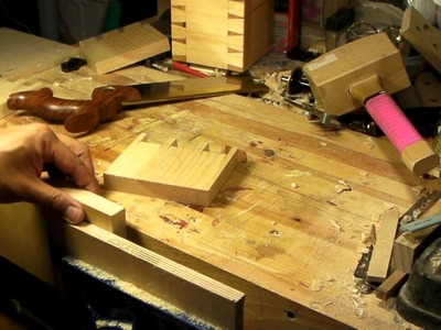 Handcut Dovetail Joint in 5 1.2 Minutes