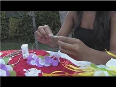 Luau Party Tips : How to Make a Lei