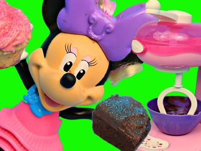 CUPCAKES & BROWNIES Sweet Treats Maker! Minnie Mouse & Magic Mixer Toy Review Cooking Show