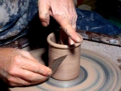 SIMON LEACH POTTERY TV - How to throw a simple jam pot body - Oct 17 '13