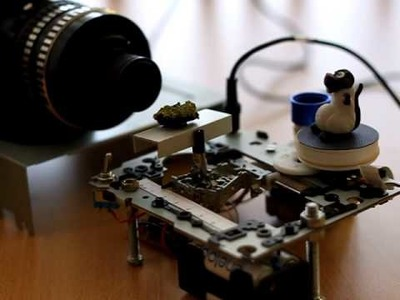 DIY 'robotic' rail for macro photographers