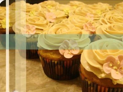 Cupcake Ideas: Graduation Cupcakes & Banana Cupcakes with Caramel Frosting.wmv