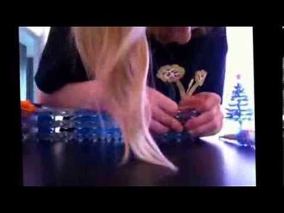 Cheer bow on rainbow loom