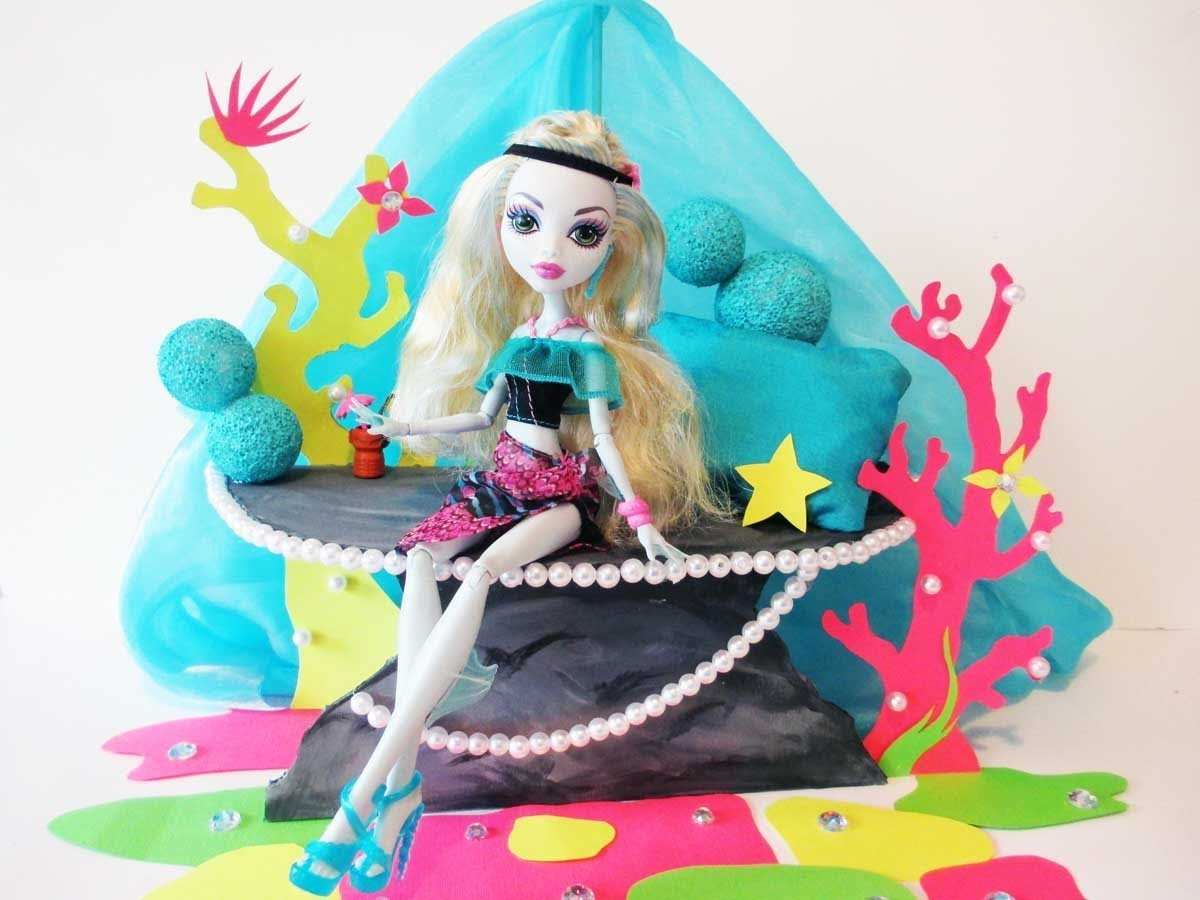 How to make a Lagoona Blue doll bed Tutorial. Monster High