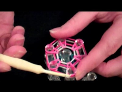 How to Make a Flower Charm with the Rainbow Loom