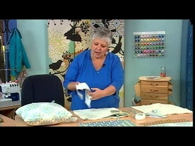 511-1 Donna Babylon creates a pillow cover to change with the seasons on It's Sew Easy
