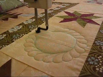 Feather Circle Quilt Video.wmv