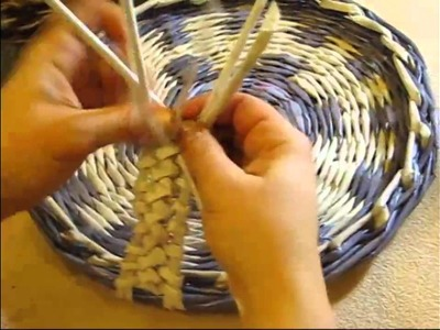 Weaving holders from newspapers. Part 3.