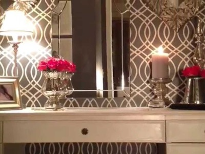 A Plain Closet Becomes an Old Hollywood