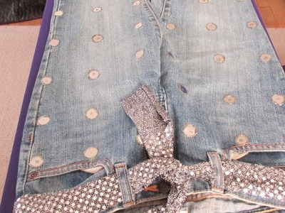 DIY JEANS DECORATIONS: BRING LIFE INTO A BORRING OLD JEANS.