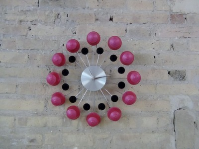 Wall Clock with Recycled Dolce Gusto Capsules. Reloj de pared con cápsulas de café Dolce Gusto
