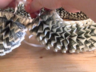 How to Make a Money Lei - Finishing the lei