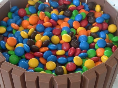 KIT KAT M&M's CAKE - Nicko's Kitchen